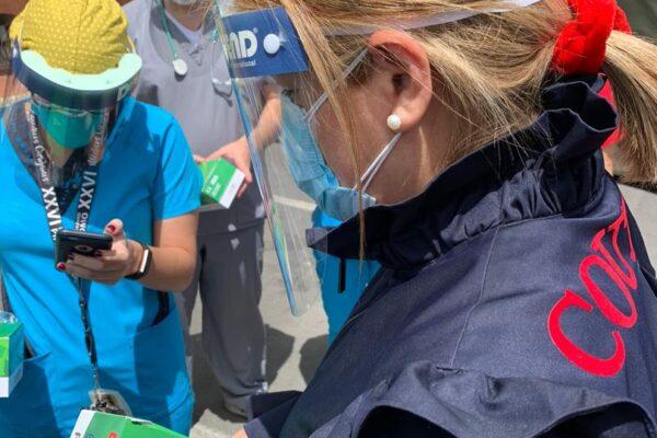 La firma Ana Ascanio Couture entregó donativo de material de protección al personal médico del Hospital Universitario de Caracas