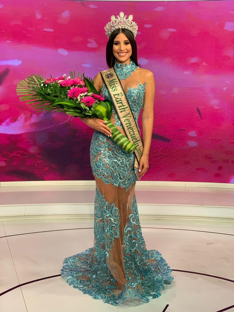 Stephany Zreik festeja su coronación en Venezuela