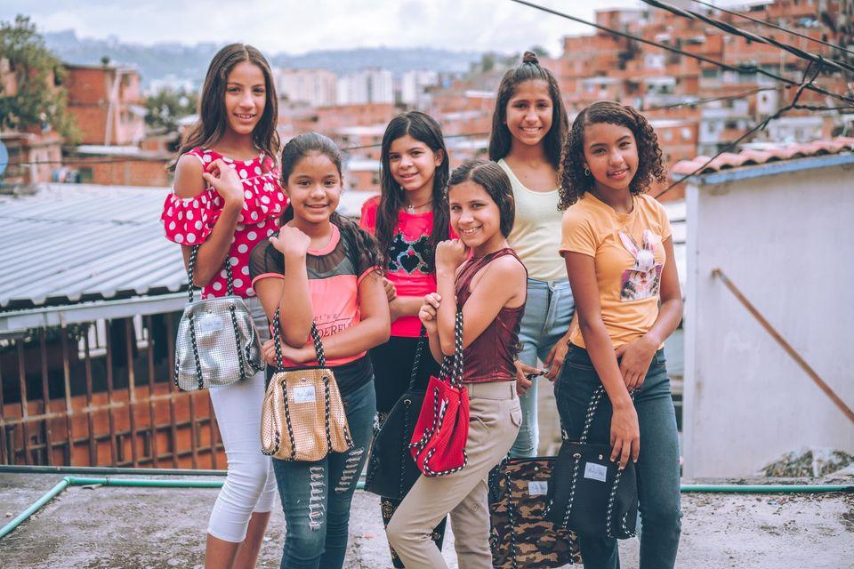 ARTISTAS EN VENEZUELA Y MIAMI APOYAN LA NUEVA COLECCIÓN DE «MADE IN PETARE»