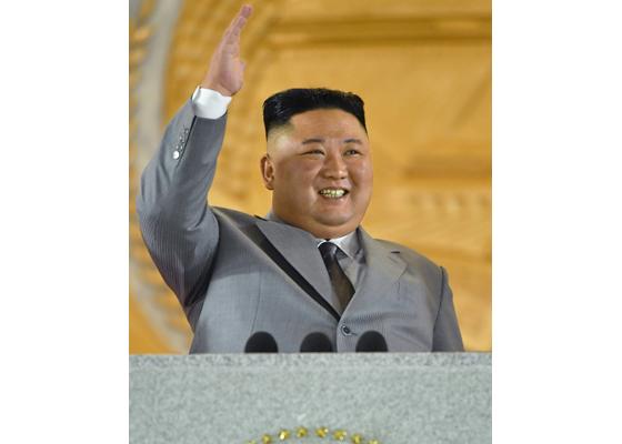 Máximo Dirigente Kim Jong Un pronuncia discurso en desfile militar por 10 de Octubre