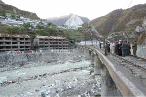 Máximo Dirigente Kim Jong Un recorre campo de reparación de daños de zona de Komdok