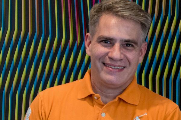 Daniel Pérez Mora de productor musical a artista plástico con »Vibrant Lines»