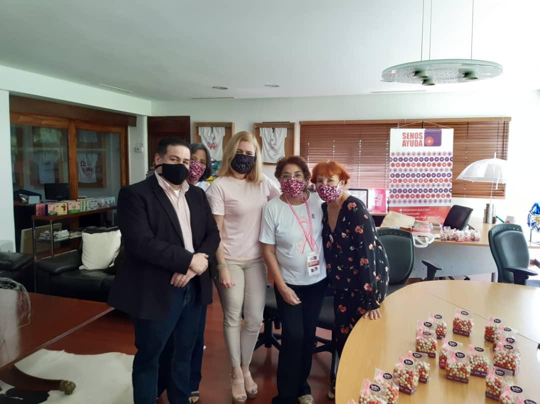 Chocolates Krön se viste de solidaridad obsequiando dulzura y felicidad con sus productos a la fundación SenosAyuda