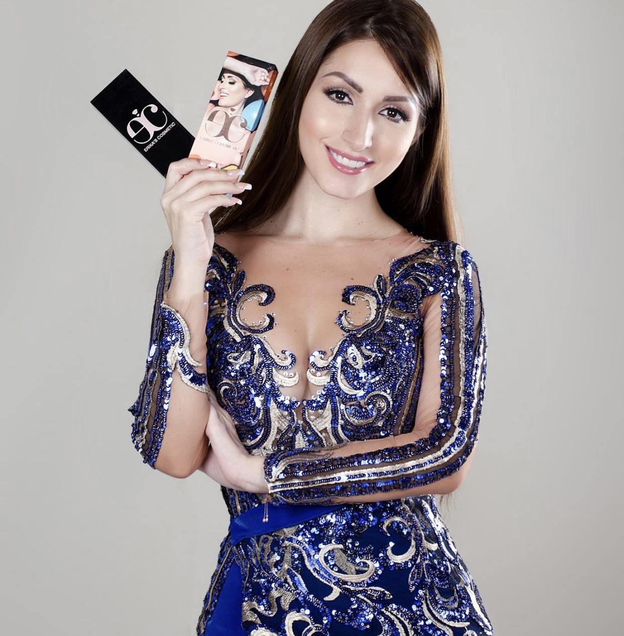 Érika Guerrero celebra el segundo aniversario de Erika Cosmetic con nueva colección.