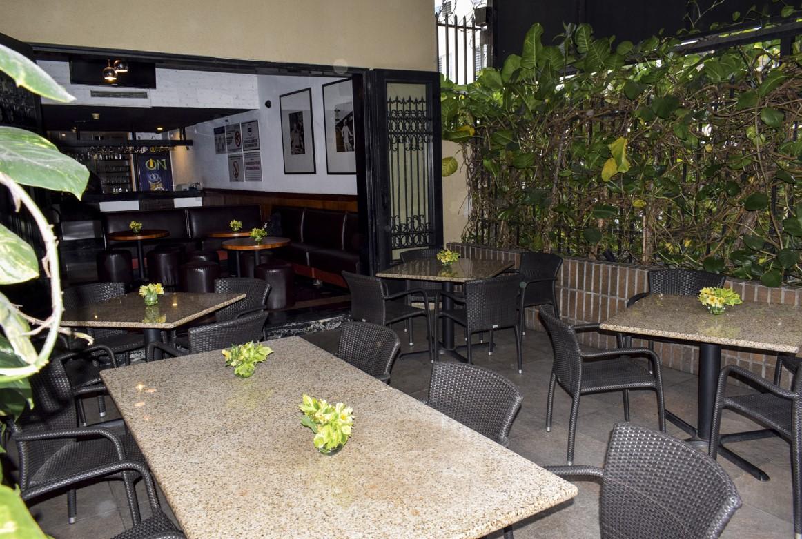 Tony Romas abre su terraza para compartir los mejores momentos con tu familia y amigos