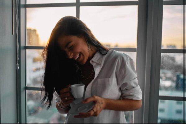 """CARMEN DELEON COMPARTE NUEVO SENCILLO Y VIDEO, """"CAFÉCITO"""" (LITTLE COFFEE)"""