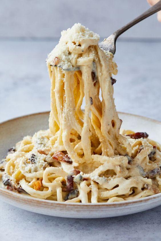 En Renata celebramos el amor por la pasta con esta deliciosa receta :Espagueti en salsa carbonara