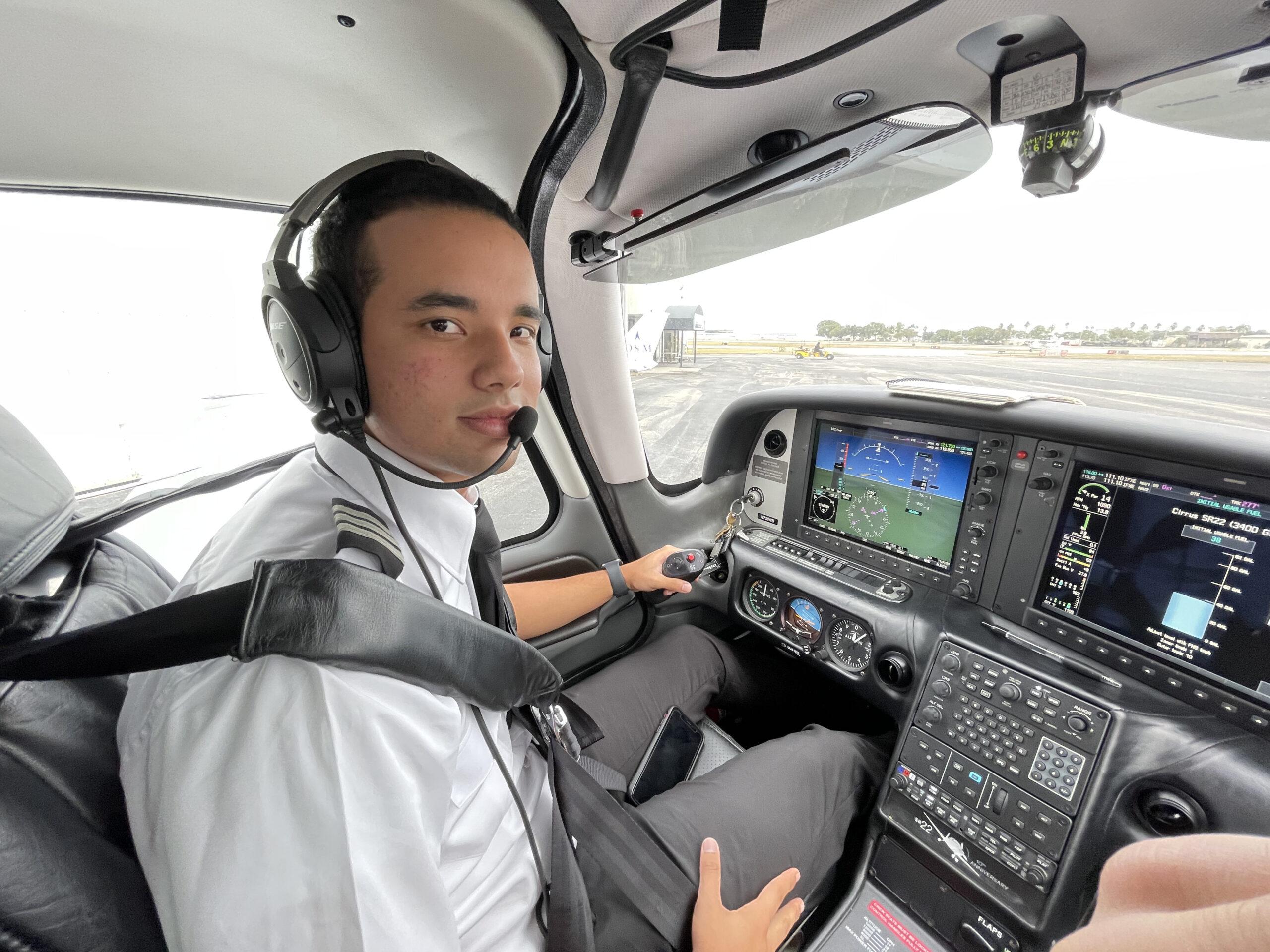 Javier Ramírez: un destacado instructor de vuelo con tan sólo 19 años años