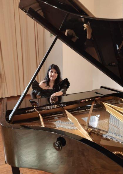 La pianista Sylvia Constantinidis recorre los sonidos de Latinoamérica y España con un concierto solista