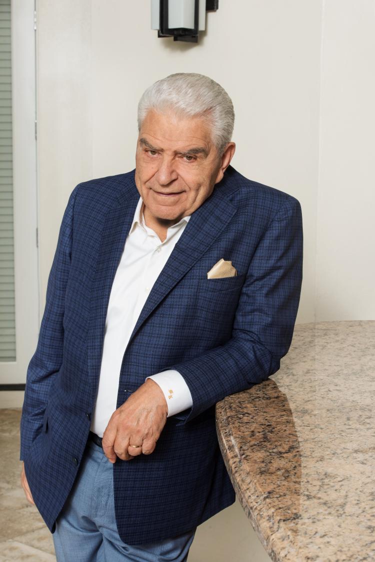 """CNN en Español presenta Don Francisco: Reflexiones 2021 con la leyenda de la televisión hispana Mario Kreutzberger, mejor conocido como """"Don Francisco""""."""