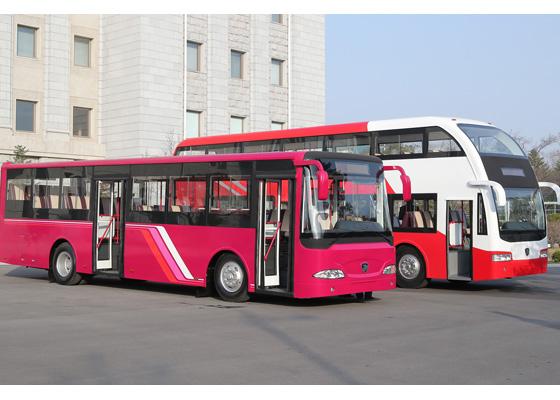 Máximo Dirigente Kim Jong Un pasa revista a los prototipos de nuevos autobuses