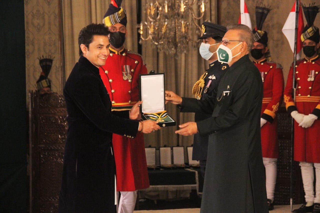 """El reconocido cantante Ali Zafar recibe premio presidencial""""Pride of Performance"""", el 23 de Marzo"""