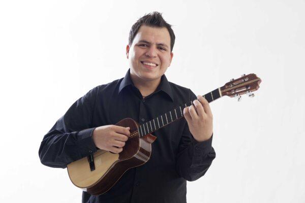 """""""La Siembra del Cuatro"""" es el nombre del disco de Daniel Requena"""
