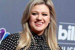 Kelly Clarkson dice que tiene miedo de hacer un cover de una de las canciones más importantes