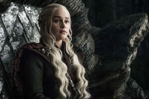 Emilia Clarke, quien monta un dragón de Game of Thrones, es la autora del cómic : Mother Of Madness.
