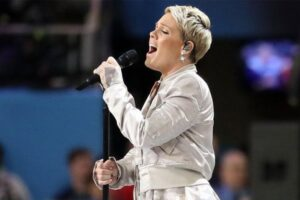 Pink se une a su hija para el nuevo video musical «All I Know So Far»