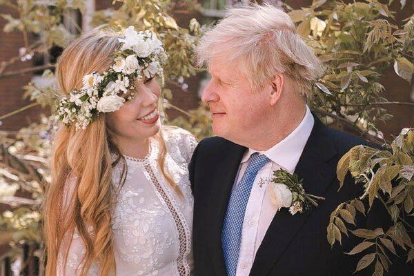 El primer ministro británico, Boris Johnson, y su prometida Carrie Symonds se casaron durante el fin de semana