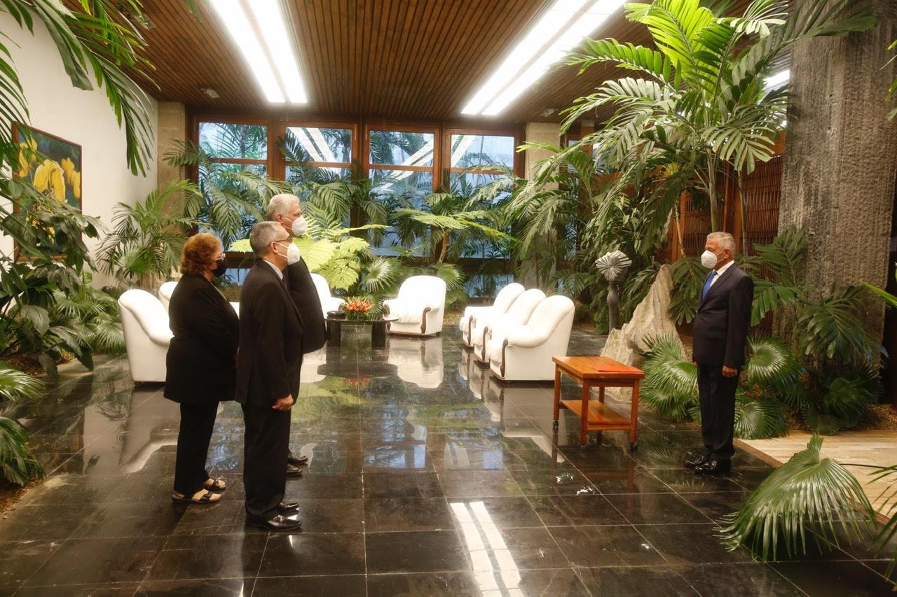 El embajador e investigador Dr. Kasim Asker Hasan el 23 de junio de 2021 credenciales como embajador no residente ante Su Excelencia Miguel Díaz Canel , Presidente de la República de Cuba