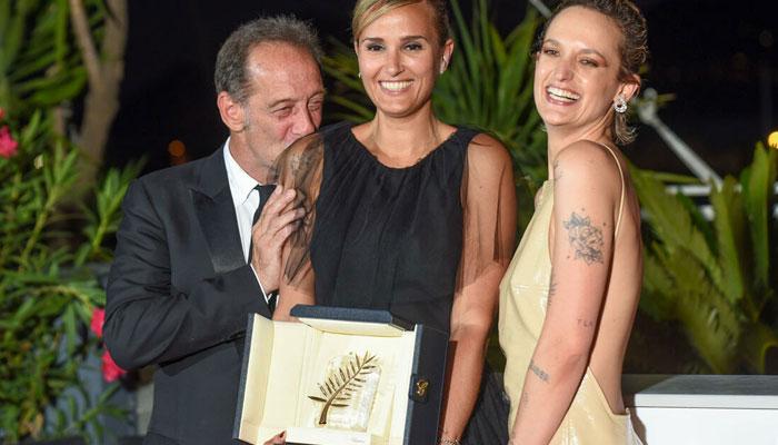 La película francesa Titane gana el primer premio en el festival de cine de Cannes