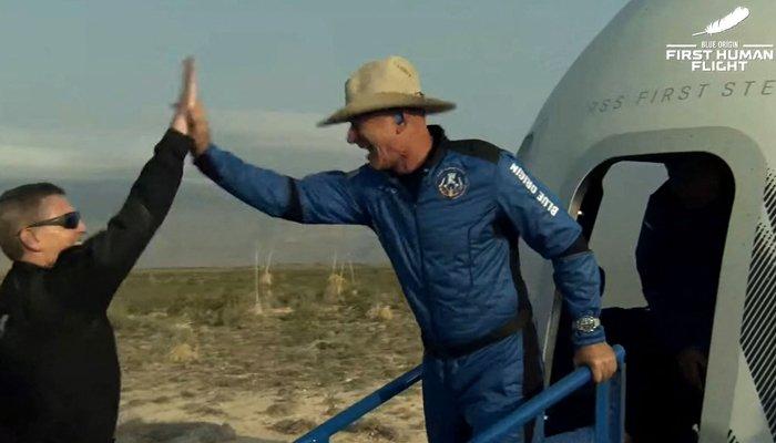 Después de conquistar la Tierra, Jeff Bezos completa una nueva misión en el espacio