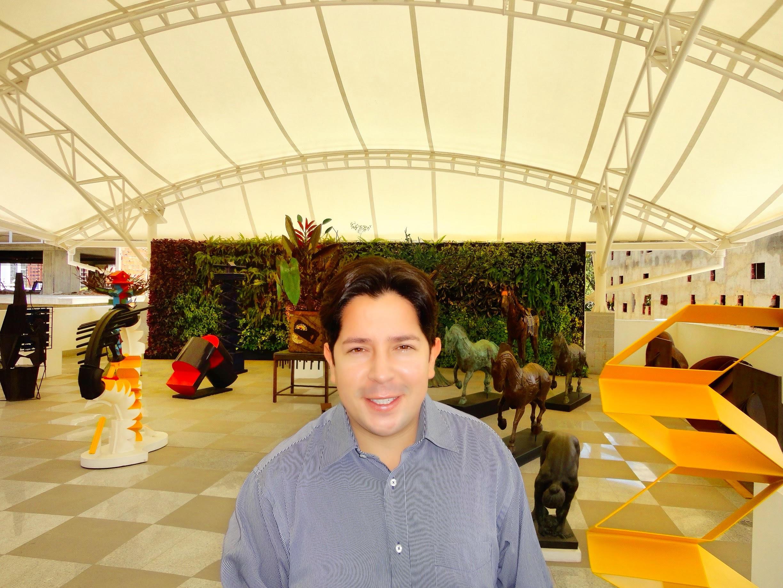 """Galerista Jim Andrade presenta exposición virtual """"Color & Love"""" de Ángel Mieres"""