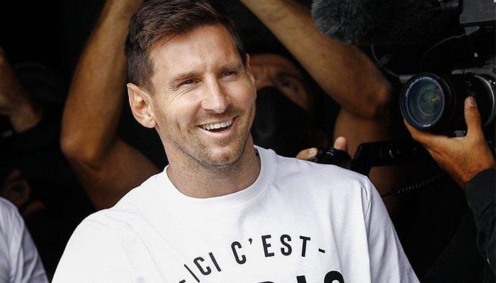 Lionel Messi llega a París para completar la jugada del PSG