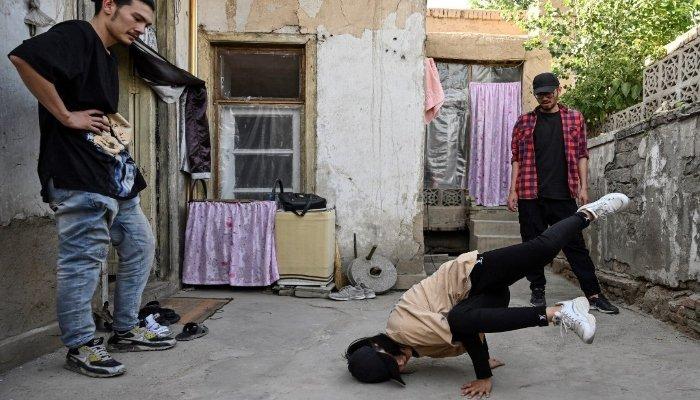 Bailarín de hip-hop afgano teme por su vida bajo el régimen talibán