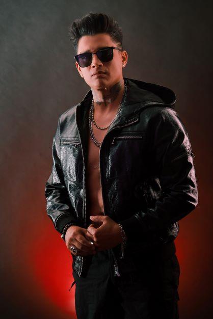 """Juan Miguel presenta su primer lanzamiento global """"Marcianos"""""""