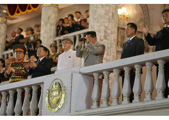 Tiene lugar el desfile militar de fuerzas paramilitares y de seguridad pública por el aniversario 73 de fundación de la RPDC
