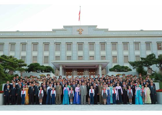 Estimado compañero Kim Jong Un felicita a los participantes en festejos del aniversario 73 de la fundación de la RPDC