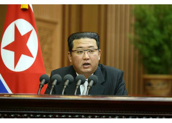 Estimado compañero Kim Jong Un pronuncia discurso de orientación política en la sesión de la APS