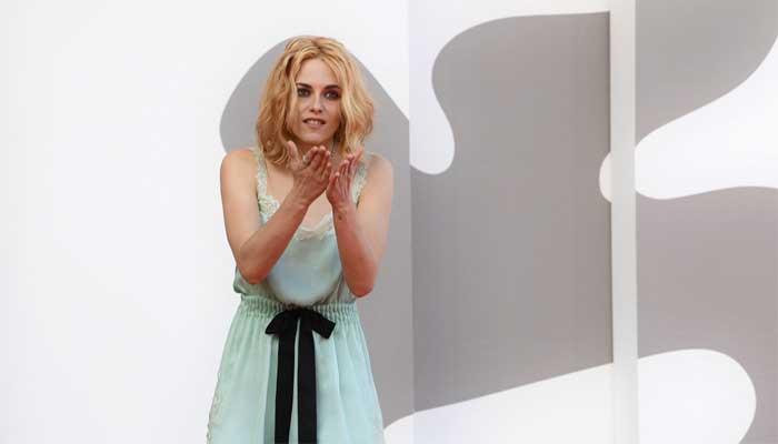 La interpretación de Kristen Stewart de la princesa Diana en »Spencer» recibe una cálida recepción en Venecia