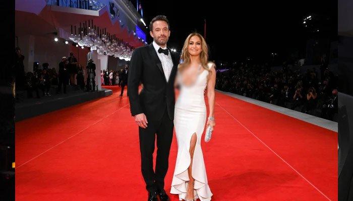 Jennifer Lopez y Ben Affleck llaman la atención cuando adornan la alfombra roja del Festival de Cine de Venecia