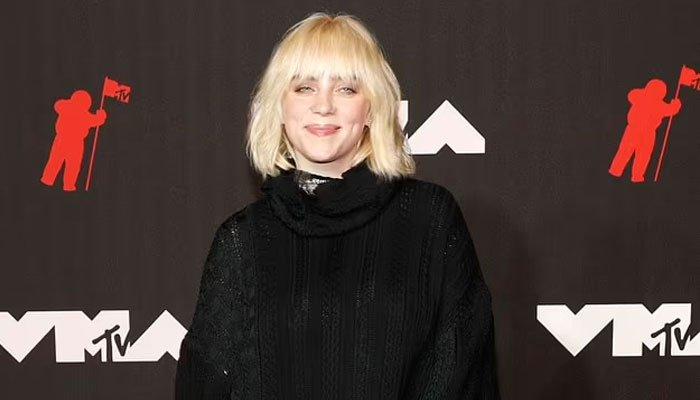 Billie Eilish lució un look negro over sized en los MTV Video Music Awards 2021