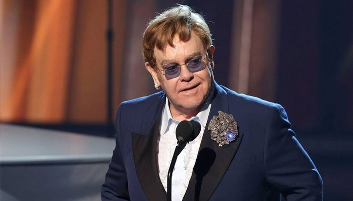 Elton John pide más «amor y solidaridad» en medio de la actuación de Global Citizen Live