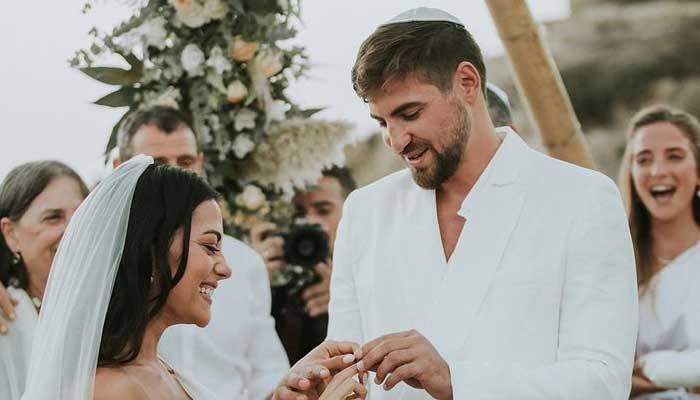Inbar Lavi y Dan Bar Shira contraen nupcias en una lujosa ceremonia boho