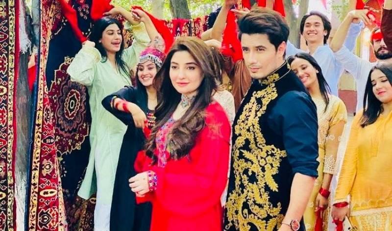 Ali Zafar lanza la hermosa pista pashto 'Larsha Pekhawar' con Gul Panra y Fortitude Pukhtoon Core
