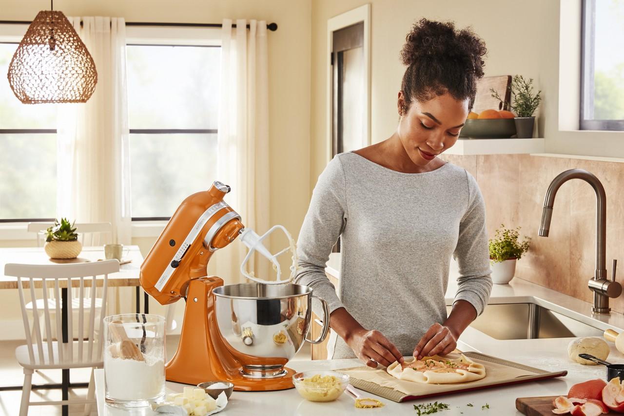KitchenAid endulza a este 2021 con su batidora de pedestal en el color del año: Honey