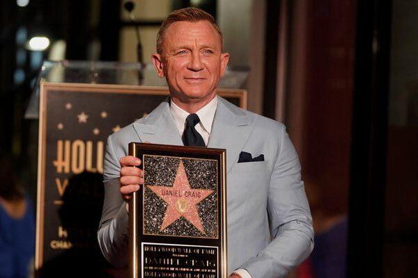 Daniel Craig inmortalizado en el Paseo de la Fama de Hollywood