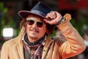 Johnny Depp adorna la alfombra roja en el Festival de Cine de Roma con el estilo del Capitán Jack Sparrow