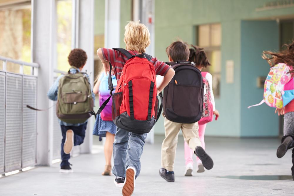 ¿Estamos cuidando adecuadamente la columna de nuestros hijos en casa y en la escuela?