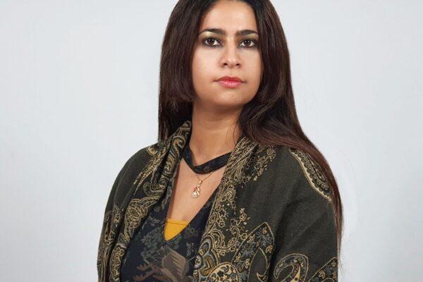 Artista kuwaití evoca conciencia social y activismo a través de miniaturas contemporáneas